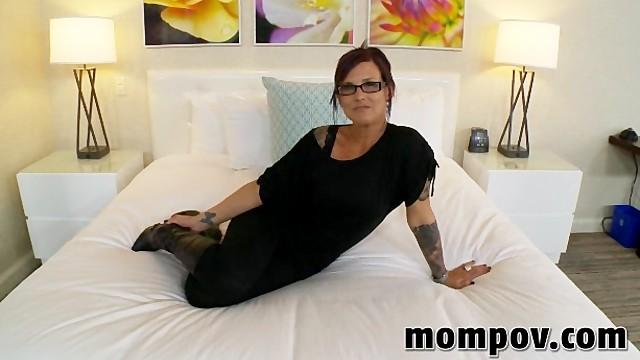 Инструктор по дрочке пришла на кастинг в порно