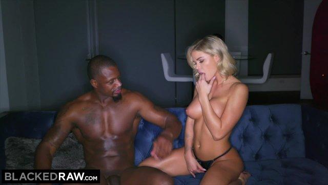 Блонда обожает черные хуи